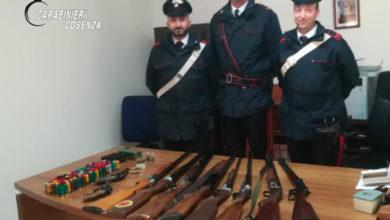 Photo of Fucili, pistole e munizioni ritrovati a casa di una donna, scatta l'arresto