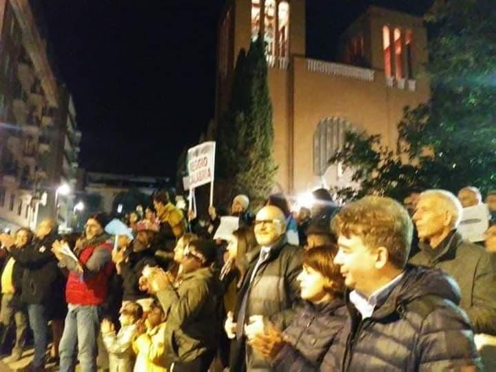 Sardine a Cosenza, le foto di piazza Santa Teresa