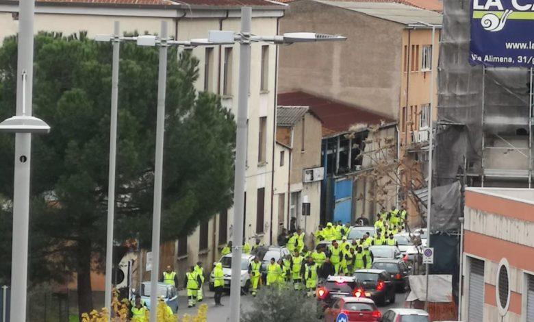 Protesta dei lavoratori di Ecologia Oggi: raccolta rifiuti in tilt