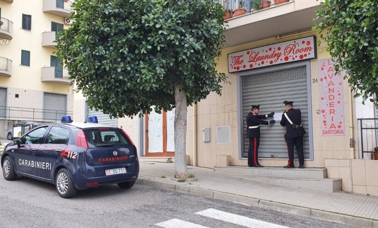 Inala solvente mentre si trova in lavanderia: salvato dai carabinieri