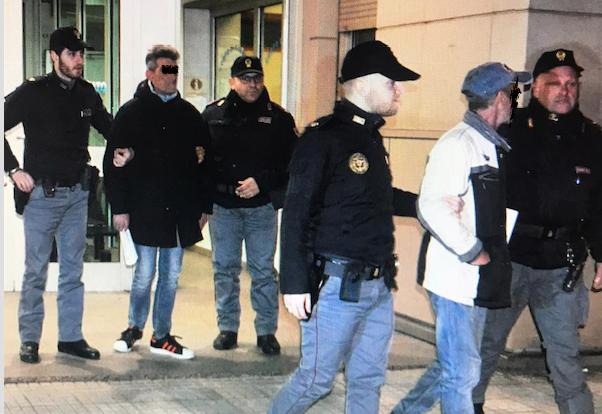 Rapina in banca a Cosenza, la polizia arresta due persone