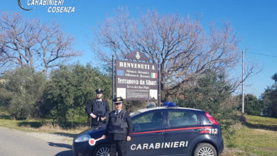 Photo of Spezzano Albanese: tre arresti per rapina, lesioni ed estorsione
