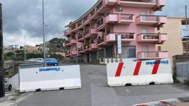 Photo of Nel Tirreno strade chiuse con massi di cemento. Interviene la Prefettura?