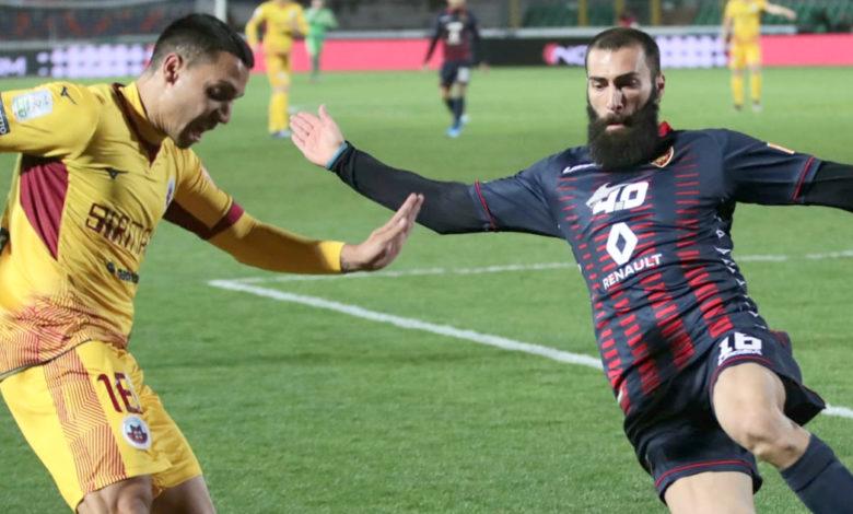 Photo of Cosenza-Cittadella 1-2. Al Marulla fischi per i Lupi e spettro retrocessione