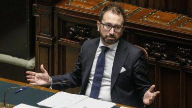 """Photo of Renzi """"salva"""" Conte: respinta mozione di sfiducia contro Bonafede"""