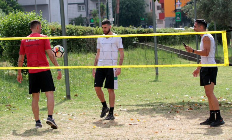 Il Cosenza si allena in un parco della città lontano dal Marulla