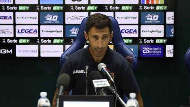 L'allenatore del Cosenza, Roberto Occhiuzzi, in conferenza