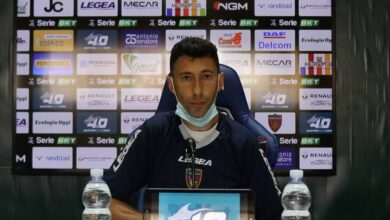 Roberto Occhiuzzi, allenatore del Cosenza con la mascherina