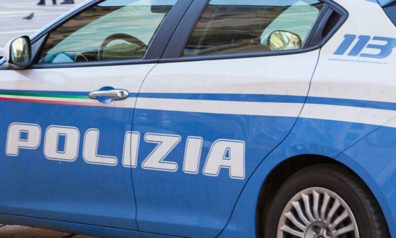 Tenta di lanciarsi dal balcone, salvato dalla polizia di Cosenza