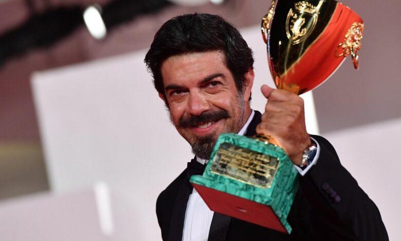 Photo of Favino miglior attore a Venezia. La Calabria conquista la Laguna