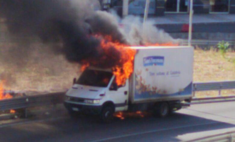 Photo of Camion in fiamme a Rende Esplosione alla rotonda del Lorenzon
