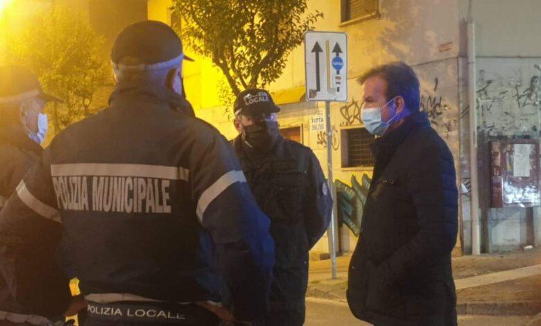 Cosenza, Occhiuto scende in strada: «Rispettate le norme anti-Covid»