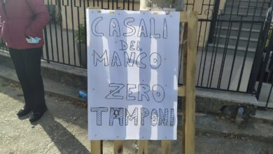 Photo of La protesta di Casali del Manco: «Siamo zona rossa, ma zero tamponi»