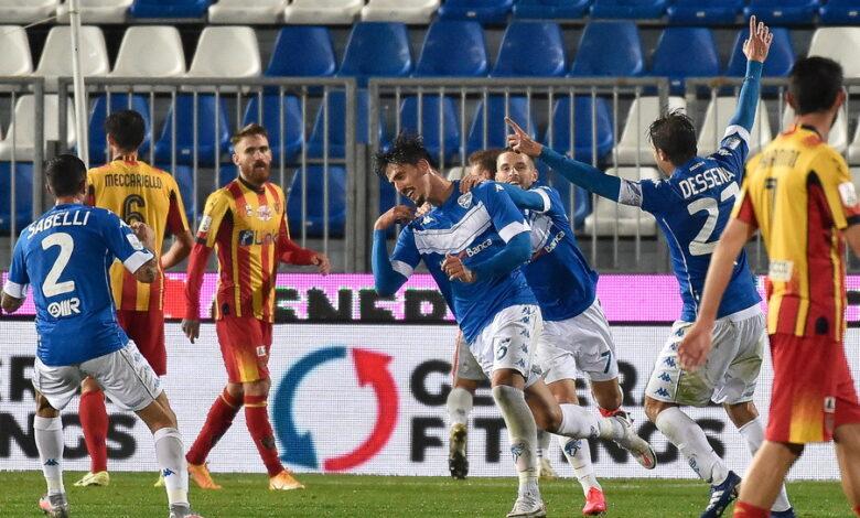 In casa Lecce si registrano due nuovi contagi da coronavirus. Si tratta di un calciatore e di un componente dello staff. Ecco la nota del club.