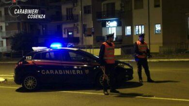 Photo of Gira di notte nonostante il coprifuoco e tenta di investire i carabinieri: arrestato